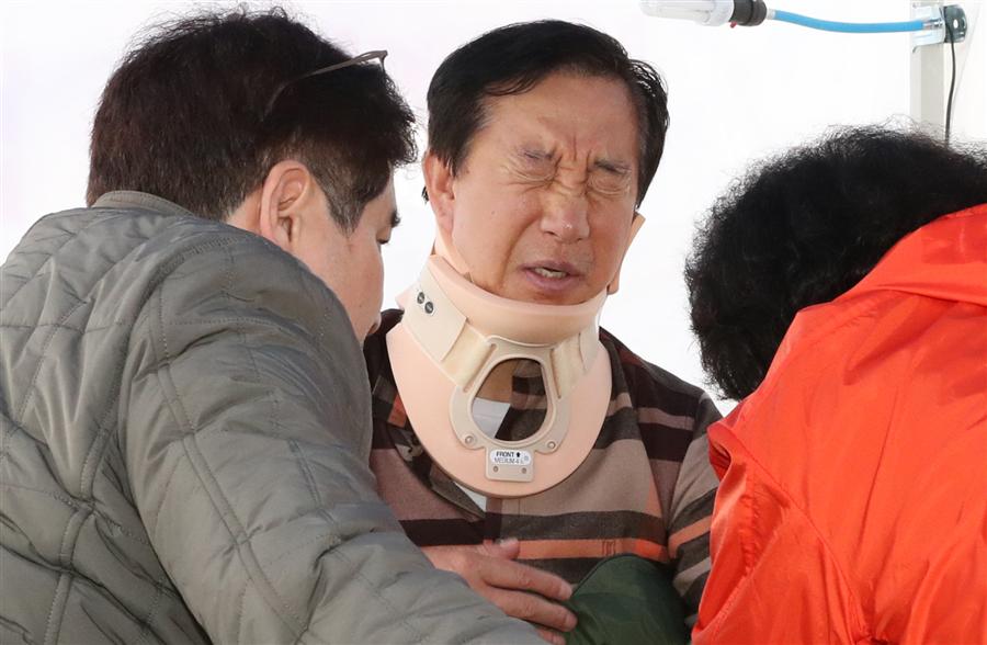 6일 오후 자유한국당 김성태 원내대표가 서울 여의도 국회 본청 앞 단식 농성장서 고통을 호소하고 있다. 사진/뉴시스
