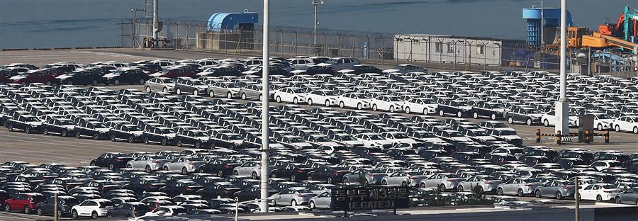 산업통상자원부는 4월 국내 자동차산업 월간 동향을 집계한 결과 전년 동월 대비 생산(7.4%), 수출(8.0%)이 모두 감소했다고 16일 밝혔다. 사진/뉴시스