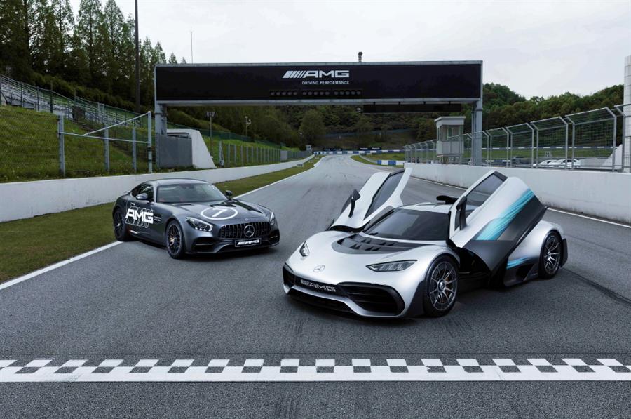 메르세데스-AMG 프로젝트 원(왼쪽)과 메르세데스-AMG GT S