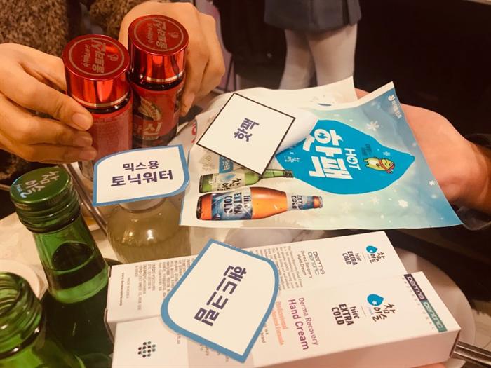 서울 중구의 한 음식점에서 '참이슬' 주문으로 제공받은 경품. 사진/정해훈 기자