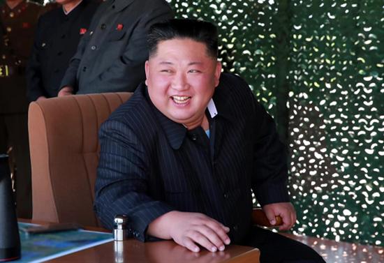 북한 김정은 국무위원장이 지난 9일 조선인민군 전연 및 서부전선방어부대들의 화력타격훈련을 지도했다고 10일 조선중앙TV가 보도했다. 사진/뉴시스