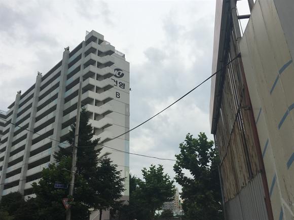 의료시설이 계획된 대한전선 부지 바로 옆에 건영아파트가 있다. 사진/김창경 기자.