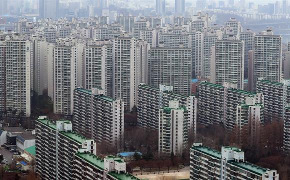 지난달 29일 오후 서울 송파구 일대의 아파트가 보이고 있다. 사진/뉴시스